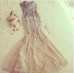 Create looks on Tumblr to promote my dresses
