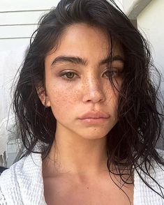 Success is deliberate from the time you wake up to the second you go to bed, so here's what 9 successful women do every night before they go to bed! Skin Makeup, Beauty Makeup, Hair Beauty, Freckles Makeup, Freckles Girl, Natural Eyebrows, Natural Makeup Looks, Tips Belleza, Aesthetic Makeup