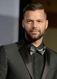 Ricky Martin Photos: Press Room at the Latin GRAMMY Awards Famous Men, Hair And Beard Styles, Haircuts For Men, Pretty Boys, Dapper, Black Men, Hot Guys, Hair Cuts, Celebrities