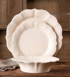 The Pioneer Woman Paige Crackle Glaze Dinnerware Set Linen Mud Pie Kitchen, Kitchen Dishes, Kitchen Decor, Dinner Plate Sets, Dinner Plates, French Country Christmas, Country French, Cottage Dining Rooms, Everyday Dishes