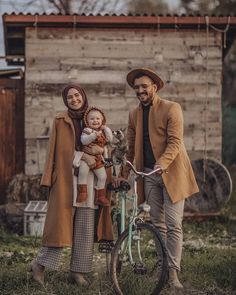 Image may contain: 3 people, people standing and outdoor familie, Casual Hijab Outfit, Hijab Chic, Street Hijab Fashion, Muslim Fashion, Cute Muslim Couples, Cute Couples, Fashion Couple, Girl Fashion, Hijab Wedding