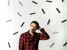Usando como tema a mistura entre movimento, cor e sons, o artista norte-americano Juan Fontanive faz sua primeira exposição individual no Brasil.