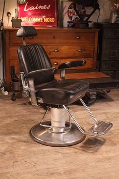 Fauteuil ancien de barbier Belmont Hair Barber, Barbershop Design, Barber Chair, Hipster Fashion, Modern Chairs, Barber Shop, Industrial Design, New Art, Barbers