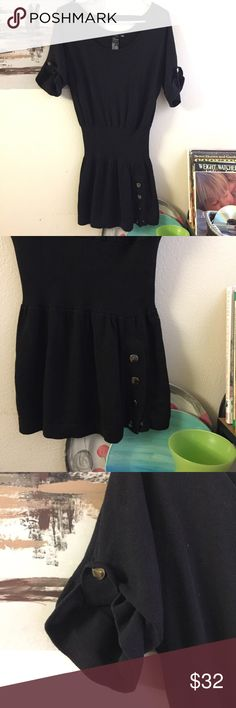 Guess jet black sweater dress shorts sleeves XS It's in like new condition. No flaws or imperfections. Size is XS. It's a sweater dress. No flaws or imperfections. Nice for fall and winter season. Guess Dresses