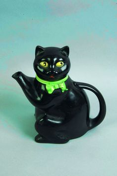 Novelty cat teapot by Wood & Sons, Burslum in 1926  England  Did you have one like this?   I don't remember green ties...xxx