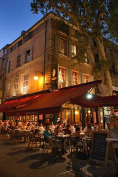 Having dinner in Aix-de-Provence, France