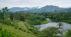 Estampa de la cordillera que cierra la comarca Gnoble-Buble. En ella, siempre lluviosa, nacen los caudalosos ríos que llegan al Caribe.