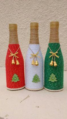 Sie können viel mehr erreichen, als Sie suchen. Recicla botellas de cristal, ya sea de vino o cerveza para crear unos hermosos adornos navideños usando un poco de lana, estambre o hilo rús. Glass Bottle Crafts, Wine Bottle Art, Diy Bottle, Bottle Vase, Decor Crafts, Holiday Crafts, Diy Crafts, Christmas Projects, Garrafa Diy