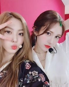 Eunbin and Somi Jeon Somi, Ioi Members Profile, Cube Entertainment, Clc, Looking Forward To Seeing, K Idols, Kpop Girls, Girl Group, Actors & Actresses