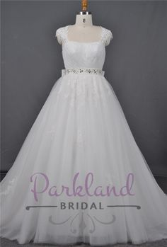 http://www.parklandbridal.co.nz/Store/tabid/4393/ProdID/33798/CatID/358/Parkland_Bridal_Darci.aspx  A beautiful full tulle and lace wedding gown. Beautiful shoulder strap/sleeves which creates a stunning open back. Features a satin bow at the back.