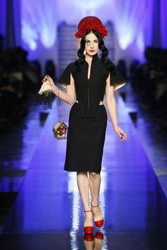 Les vierges,collection Laudes Ensemble, Dita Von Teese, Haute Couture printemps-été 2007  © Patrice Stable / Jean Paul Gaultier
