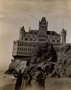 Cliff House - A Casa do Abismo
