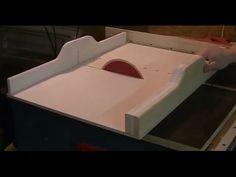 Hier zeige ich meine kleine selbstgebaute Tischkreissäge, die mir seit zwei Jahren gute Dienste leistet.Generell rate ich davon ab die im Video gezeigten Tec...