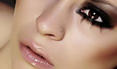 How to Care for Your Nose Piercing. Nose piercings are fashionable and cool. More and more jobs are allowing facial piercings while you work, meaning they are becoming more accepted. Taking proper care for your piercing is a daily job. Septum, Lip Piercing, Facial Piercings, Nose Piercing Placement, Nose Makeup, Hair Makeup, Gothic Make Up, Maquillaje Diy, Look 2015