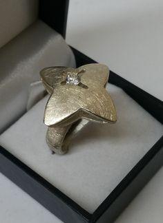 Vintage Ringe - Ring Silber 925 gebürstet Blume Kristall SR631 - ein Designerstück von Atelier-Regina bei DaWanda