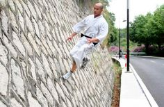 Shaolin Kung Fu, Chinese Martial Arts, Chinese Culture, Bruce Lee, Tai Chi, Walk On, Pretty Cool, Kicks, People