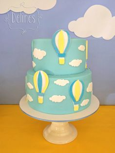 Torta con globos aerostáticos y nubes Baby Shower Balloons, Birthday Balloons, 1st Birthday Parties, Torta Baby Shower, Beautiful Cakes, Amazing Cakes, Princess Sofia Party, Cake Decorating Tips, Cute Cakes