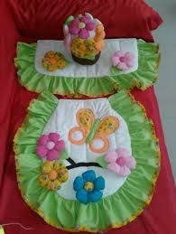 Resultado de imagem para juegos de baño en tela Funny Baby Shower Cakes, Sewing Projects For Beginners, Projects To Try, Tire Craft, Bubble Guppies Party, Dresden Quilt, Bathroom Crafts, Bathroom Sets, Crochet Accessories