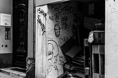 Oh Vienna . 2015 . 213 . Waste Your Life . Nicole Andermatt #Vienna #Wien #streetphotography #urbanphotography