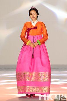 [NEWS] 130910 Eunji, Naeun, Namjoo, Hayoung - Park Sulnyeo Hanbok Fashion Show