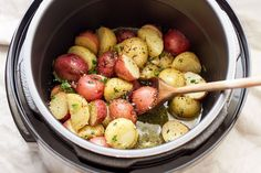 Instant Pot Garlic Brown Butter Potatoes — Ready in 7 minutes or less, the easiest and fastest potatoes you will ever make. So moist and flavorful, cooked to melting goodness with the brown butter! Buttered Potatoes Recipe, Cooking Red Potatoes, Butter Potatoes, Instant Pot Red Potatoes, Instant Pot Potato Recipe, Red Potato Recipes, Pressure Cooker Recipes, Pressure Cooking, Slow Cooker