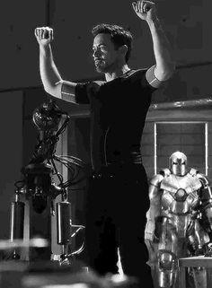 Robert Downey Jr enjoyed that moment… - Marvel Universe Marvel Gif, Marvel Actors, Marvel Memes, Marvel Avengers, Robert Downey Jr., Bucky Barnes, Robert Jr, Iron Man Tony Stark, Tony Stark Gif