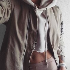 crop sweatshirt and bomber type jacket Casual Outfits, Cute Outfits, Fashion Outfits, Womens Fashion, Winter Outfits, Looks Style, Style Me, Vogue, Fashion Killa