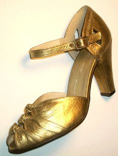 gold shoes....O! I love it!!!