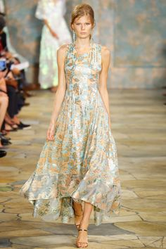 Tory Burch Spring 2016 Ready-to-Wear Fashion Show - Ine Neefs