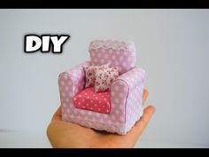 10 Easy DIY Miniature How To . - 10 Easy Miniatures per Barbie Doll . Barbie House Furniture, Doll Furniture, Dollhouse Accessories, Barbie Accessories, Diy Dollhouse, Dollhouse Miniatures, Diy Doll Sofa, Doll House Crafts, Mini Doll House