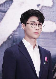 Eyewear Trends for Your Man in 2019 Lay Exo, Chanyeol Baekhyun, Park Chanyeol, Kris Wu, Kai, Kdrama, Kim Jong Dae, Yixing Exo, Eyewear Trends