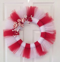 Christmas tulle wreath would be cute with some candy canes added. Tulle Crafts, Wreath Crafts, Diy Wreath, Christmas Projects, Holiday Crafts, Diy And Crafts, Holiday Wreaths, Christmas Decorations, Tulle Decorations