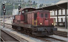 Die relativ grosse Bm 6/6 18505 besorgt am 15. Sept. 2014 den Rangierdienst in Brig.