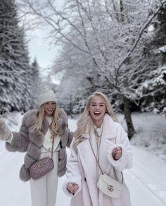 Snow Fashion, Cozy Fashion, Winter Fashion Outfits, Autumn Winter Fashion, Ski Outfits, Paris Chic, Snow Outfit, Shooting Photo, College Fashion