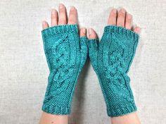 Fingerlose Handschuhe petrol mit einem Zopfmuster im Wikingerstil, Armstulpen mit Knotenmuster, reine Wolle blaugrün, handgestrickt