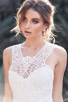 "Beautiful Embellished Sleeveless Chiffon Wedding Dress / Bridal Gown with High Neck and a Train. Collection ""Wanderlust"" 2019 by Anna Campbell Bridal Collection, Dress Collection, Anna Campbell Bridal, Wedding Hair Inspiration, Wedding Ideas, Wedding Stuff, Wedding Girl, Wedding Photos, Relaxed Wedding"