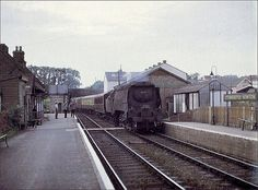 Sturminster Newton, Dorset 34034 ' Combe Martin ' with down Pines Express Old Train Station, Train Stations, Diesel Locomotive, Steam Locomotive, Southern Trains, South African Railways, Football Poses, Disused Stations, Railroad Pictures