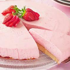 Mansikkajuustokakku - Yhteishyvä Pie Recipes, Cooking Recipes, Healthy Recipes, Healthy Food, Food N, Food And Drink, Raspberry Desserts, Pastry Cake, Sweet And Salty