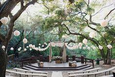 20 hochzeitspapeterie Pom Poms Luftballone altar wald hochzeit hochzeit deko Hochzeit in Beige – Naturfarben Hochzeit Inspiration