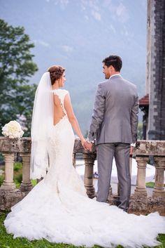 Avem placerea sa va prezentam unul dintre cele mai frumoase evenimente si anume o nunta la Castel Cantacuzino cu Flori si Bogdan. Castelul Cantacuzino din Busteni este o locatie magnifica pentru cuplurile ce vor sa isi uneasca destinele. Aceasta locatie de nunta pune la dispozitie, pe langa castelul in sine, o priveliste extraordinara ce creeaza cadrul de poveste. Castle Wedding Bride&Groom Wedding Dress Cabo, Wedding Photography, Wedding Dresses, Fashion, Fotografia, Bride Dresses, Moda, Bridal Gowns, Fashion Styles