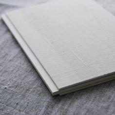 3月27日日はドイツ装のワークショップをやります疋田千里さんのインドの写真集をインドの布を使ってハードカバーに装丁し直す内容です場所は浅草のyohakuさんです詳細はプロフィール欄のリンク先から #paper #workshop #artbook #zine #bookbinding #bookdesign #artistbook #paperstuff #ワークショップ #本 #紙もの #製本 #india #JINDAGI #photobook #yohaku