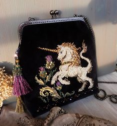 Unicorn and thistle bead velvet handbag /Silver horse with golden mane embroider crossbody purse / Scotland medieval scene plaid bag Vintage Purses, Vintage Bags, Unicorn Fashion, 1930s Fashion, Fashion Vintage, Victorian Fashion, Fashion Fashion, Silver Purses, Embroidery Bags