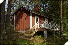 Hoimela's farm is idyllic and peacefull located next to Päijänne lake about 30 km from Lahti. They offer accommodation with a characterful cottages and the traditionel Finnish main house.