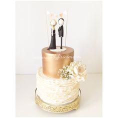 Nişan Pastası    #engagedcake #engagementcake #nisanpastasi #nisan #sozpastasi #sugarpeony #caketopper #butikpasta #sekerhamuru #nisanmasasi #organizasyon #candyfirinim #rosegoldcake #lustercake #peonycake #dugunpastasi #weddingcake #fondantcake #sugarart