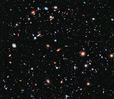 NASA, ESA, G. ILLINGWORTH, D. MAGEE, AND P. OESCH (UNIVERSITY OF CALIFORNIA, SANTA CRUZ), R. BOUWENS (LEIDEN UNIVERSITY), AND THE HUDF09 TEAM   |   ウルトラ・ディープ・フィールド画像がとらえたはるか遠方の銀河