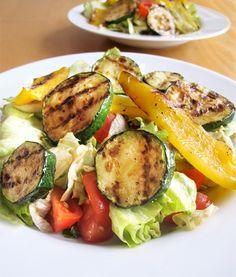 Vydatný salát s grilovanou zeleninou - DIETA.CZ Vegetarian Pregnancy, Menu Pdf, Low Carb Recipes, Healthy Recipes, Healthy Food, Protein Diets, High Protein, Grapefruit Diet, Weight Loss Tea