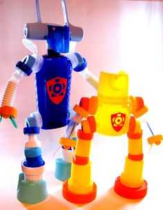 Arte Robot, Diy Robot, Activities For Kids, Crafts For Kids, Plastic Bottle Art, Tapas, Reduce Reuse, Junk Art, Sistema Solar