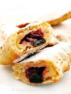 Placinta taraneasca cu visine Romanian Desserts, Romanian Food, Fall Recipes, My Recipes, Favorite Recipes, Dessert Recipes, Sour Cherry Pie, Arabic Food, Sweet Cakes