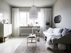 How to create the perfect living room lighting. Here are some lighting ideas and inspiration to elevate your space. Cozy Apartment, Apartment Living, Studio Apartment, Small Space Living, Small Spaces, Small Apartments, Small Rooms, Home Decor Bedroom, Living Room Decor