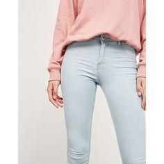Jeans BSK super skinny regular waist - Back to School - Bershka... (1.670 ISK) ❤ liked on Polyvore featuring jeans, bershka jeans, skinny leg jeans, skinny fit jeans, bershka and skinny jeans